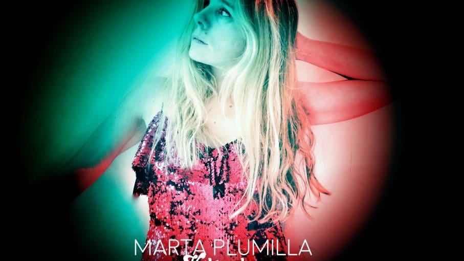 Marta Plumilla en la Portada del álbum Kilómetros